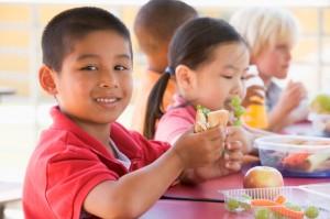 school children eating a healthy lunch